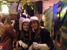 Hofdames Selma Hansen en Samantha Hermsen